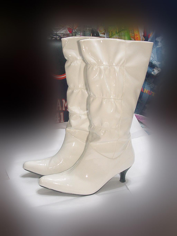paire-de-bottes-blanches-50395e71