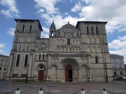 Abbatiale Sainte-Croix de Bordeaux. Source : http://data.abuledu.org/URI/55474bc9-abbatiale-sainte-croix-de-bordeaux