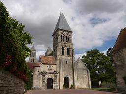 Abbaye de Morienval dans l'Oise. Source : http://data.abuledu.org/URI/5543b71a-abbaye-de-morienval-dans-l-oise