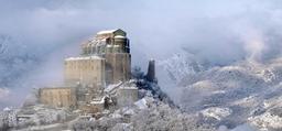 Abbaye Saint-Michel-de-la-Cluse sous la neige. Source : http://data.abuledu.org/URI/57014b3e-abbaye-saint-michel-de-la-cluse-sous-la-neige