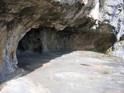 Abri sous roche de Thaurac. Source : http://data.abuledu.org/URI/50f47aec-abri-sous-roche-de-thaurac