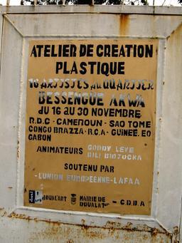 Affiche à Douala. Source : http://data.abuledu.org/URI/52dac237-affiche-a-douala