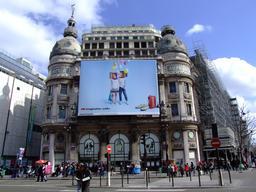 Affiche publicitaire espagnole au Printemps. Source : http://data.abuledu.org/URI/5171a5ae-affiche-publicitaire-espagnole-au-printemps