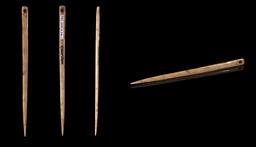 Aiguille en os préhistorique. Source : http://data.abuledu.org/URI/51d9bbd1-aiguille-en-os-prehistorique