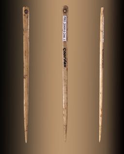Aiguille préhistorique en os à chas. Source : http://data.abuledu.org/URI/512319ae-aiguille-prehistorique-en-os-a-chas