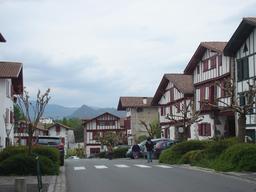 Ainhoa au Pays Basque. Source : http://data.abuledu.org/URI/5573f31e--ainhoa-pays-basque-