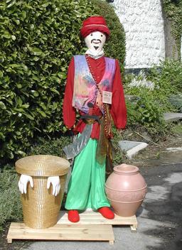 Ali Baba en épouvantail. Source : http://data.abuledu.org/URI/520aca3a-ali-baba-en-epouvantail
