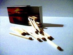 Allumettes et boîte ouverte. Source : http://data.abuledu.org/URI/5311e35c-allumettes-et-boite-ouverte