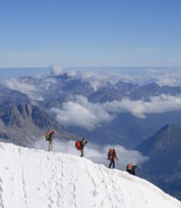 Alpinistes. Source : http://data.abuledu.org/URI/503a25dd-alpinistes