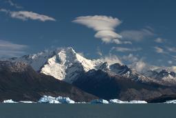 Altocumulus lenticulaire en Patagonie. Source : http://data.abuledu.org/URI/52337964-altocumulus-lenticulaire-en-patagonie