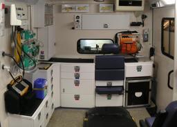 Aménagement intérieur d'une ambulance autrichienne. Source : http://data.abuledu.org/URI/530ce831-amenagement-interieur-d-une-ambulance-autrichienne