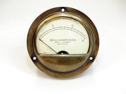 Ampèremètre analogique. Source : http://data.abuledu.org/URI/50bcac2d-amperemetre-analogique