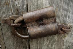 Ancien cadenas à cylindres. Source : http://data.abuledu.org/URI/54bfe111-ancien-cadenas-a-cylindres