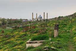 Ancien cimetière musulman d'Och au Kirghizistan. Source : http://data.abuledu.org/URI/58d02016-ancien-cimetiere-musulman-d-och-au-kirghizistan