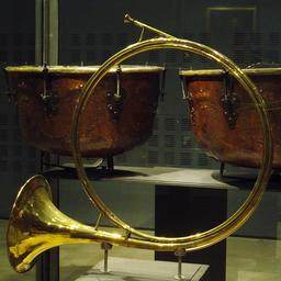Ancien cor de chasse. Source : http://data.abuledu.org/URI/5300ad7b-ancien-cor-de-chasse