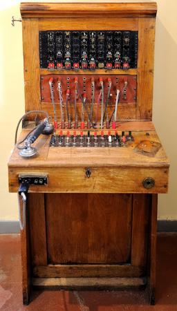 Ancien standard téléphonique. Source : http://data.abuledu.org/URI/5501ae6c-ancien-standard-telephonique-