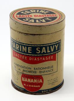 Ancienne boite de farine pour bébé. Source : http://data.abuledu.org/URI/5349c4f9-ancienne-boite-de-farine-pour-bebe