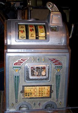 Ancienne machine à sous. Source : http://data.abuledu.org/URI/532f143c-ancienne-machine-a-sous
