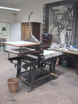 Ancienne presse de lithographie. Source : http://data.abuledu.org/URI/511cbfe3-ancienne-presse-de-litographie
