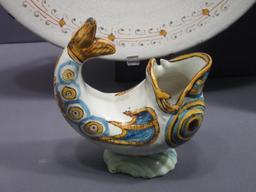 Ancienne saucière en forme de poisson. Source : http://data.abuledu.org/URI/53819f6a-ancienne-sauciere-en-forme-de-poisson