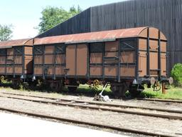 Anciens wagons en gare de Sabres. Source : http://data.abuledu.org/URI/5828443c-anciens-wagons-en-gare-de-sabres