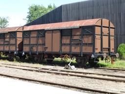 Anciens wagons en gare de Sabres. Source : http://data.abuledu.org/URI/5828443c-anciens-wagons-en-gare-de-sabres