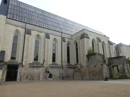 Angers, Abbaye Toussaint vue depuis le jardin. Source : http://data.abuledu.org/URI/562fddac-angers-abbaye-toussaint-vue-depuis-le-jardin
