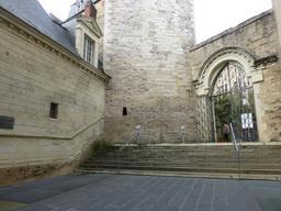 Angers, entrée du Logis Barrault. Source : http://data.abuledu.org/URI/56300392-angers-entree-du-logis-barrault