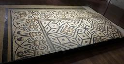 Angers, Mosaïque gallo-romaine. Source : http://data.abuledu.org/URI/562fe21a-angers-mosaique-gallo-romaine