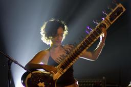 Anoushka Shankar en concert. Source : http://data.abuledu.org/URI/530291fc-anoushka-shankar-en-concert