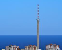 Antenne de Canal 10 et 12 à Montevideo. Source : http://data.abuledu.org/URI/5501e3c2-antenne-de-canal-10-et-12-a-montevideo