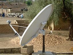 Antenne parabolique au Sénégal. Source : http://data.abuledu.org/URI/53add1db-antenne-parabolique-au-senegal