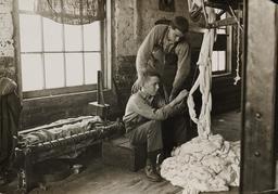 Apprentissage du filage en 1908. Source : http://data.abuledu.org/URI/58c72c1a-apprentissage-du-filage-en-1908