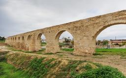 Aqueduc de Kamares à Larnaca. Source : http://data.abuledu.org/URI/58cdf925-aqueduc-de-kamares-a-larnaca