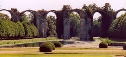 Aqueduc inachevé de Maintenon. Source : http://data.abuledu.org/URI/5309d924-aqueduc-inacheve-de-maintenon
