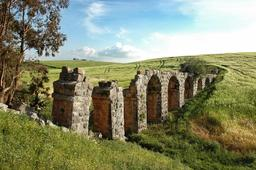 Aqueduc romain de Oued Guetoussia en Tunisie. Source : http://data.abuledu.org/URI/540853d5-aqueduc-romain-de-oued-guetoussia-en-tunisie