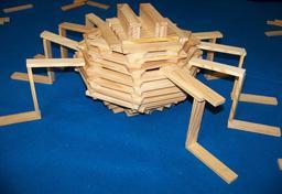 Araignée faite de blocs Kapla. Source : http://data.abuledu.org/URI/56dfcafc-araignee-faite-de-blocs-kapla