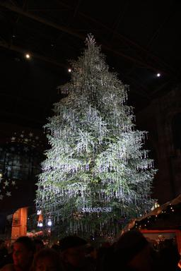 Arbre de Noël à la gare de Zürich. Source : http://data.abuledu.org/URI/529b04d2-arbre-de-noel-a-la-gare-de-zurich-