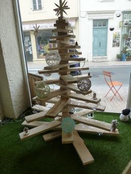 Arbre de Noël à Salies-de-Béarn. Source : http://data.abuledu.org/URI/5865dfaa-arbre-de-noel-a-salies-de-bearn