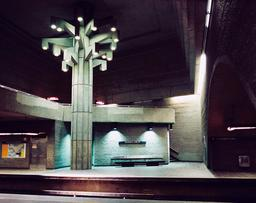 Arbre stylisé dans le métro de Montréal. Source : http://data.abuledu.org/URI/59788eda-arbre-stylise-dans-le-metro-de-montreal
