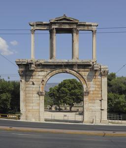 Arc d'Hadrien à Athènes. Source : http://data.abuledu.org/URI/54160536-arc-d-hadrien-a-athenes