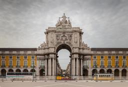 Arc de triomphe à Lisbonne. Source : http://data.abuledu.org/URI/54cfebd6-arc-de-triomphe-a-lisbonne