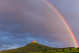 Arc-en-ciel sur le château de Hohenzollern. Source : http://data.abuledu.org/URI/54cff2ce-arc-en-ciel-sur-le-chateau-de-hohenzollern