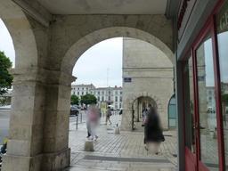 Arcades de La Rochelle. Source : http://data.abuledu.org/URI/5821edd6-arcades-de-la-rochelle