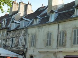 Architecture civile médiévale à Dijon. Source : http://data.abuledu.org/URI/59269133-architecture-civile-medievale-a-dijon