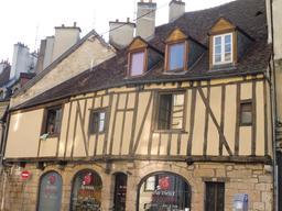 Architecture médiévale à Dijon. Source : http://data.abuledu.org/URI/59269417-architecture-medievale-a-dijon