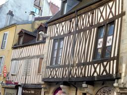 Architecture médiévale à Dijon. Source : http://data.abuledu.org/URI/59269474-architecture-medievale-a-dijon