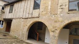 Architecture médiévale à Montignac-24. Source : http://data.abuledu.org/URI/5994ddaf-architecture-medievale-a-montignac-24