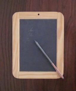 ardoise d'école. Source : http://data.abuledu.org/URI/501dc4a3-ardoise-d-ecole