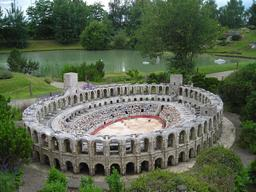 Arènes d'Arles à France miniature. Source : http://data.abuledu.org/URI/5645a701-arenes-d-arles-a-france-miniature